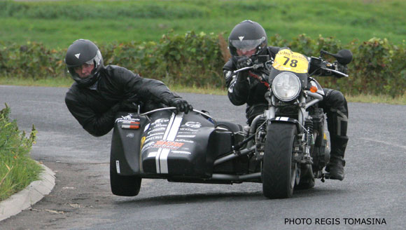 "Le side car du Rhino Blitz Racing Team � l'attaque ""fais pas le con !"""