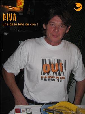 RIVA confirme l'inscription de son tee shirt en roulant sur une GSXR, un exemple a ne pas suivre, bises ma poule
